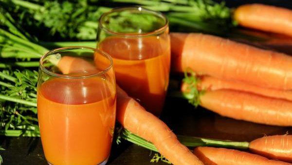 Wyciśnij sok z warzyw i owoców wyciskarką