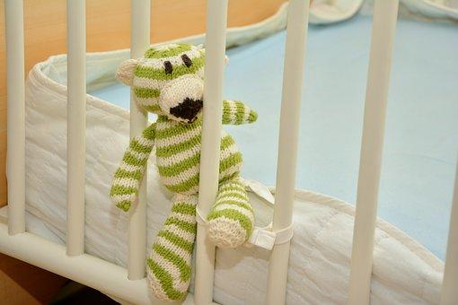 Odpowiednie wyposażenie dziecięcego łóżeczka