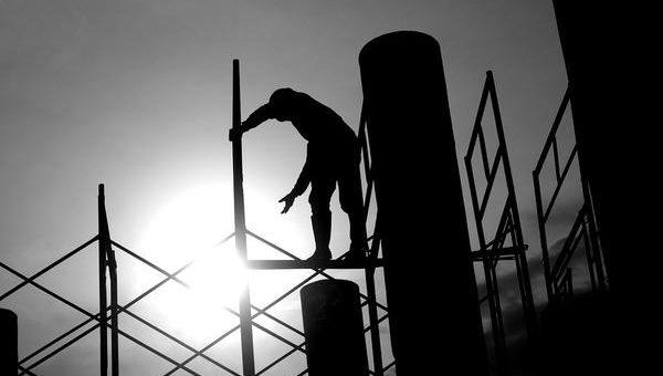 O czym pamiętać wynajmując firmę budowlaną?