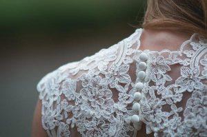 Wybór koronkowej sukienki wieczorowej