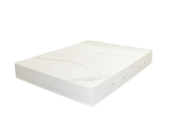 Wygodna sypialnia z materacem piankowym