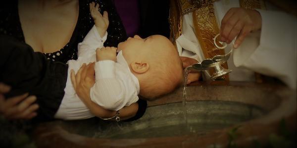 Medaliki z łańcuszkiem doskonałą pamiątką chrztu