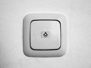 O cenach włączników światła