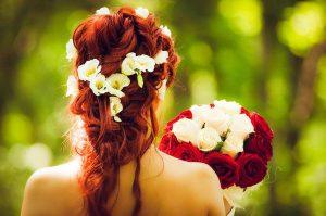 Najpopularniejsze upięcia włosów Panny Młodej