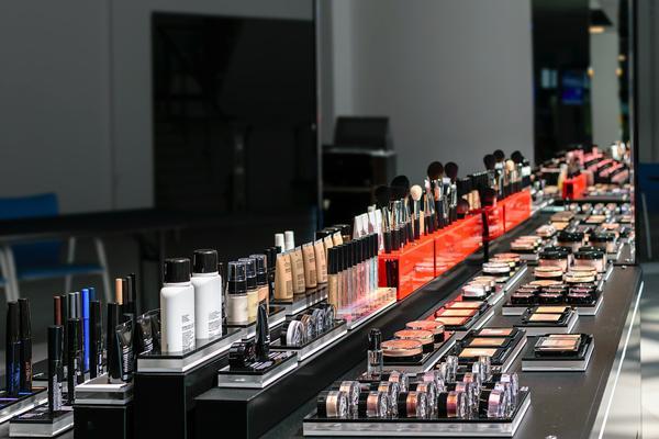 Jak zaoszczędzić na zakupie kosmetyków?
